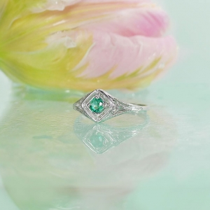 Dainty Emerald Ring