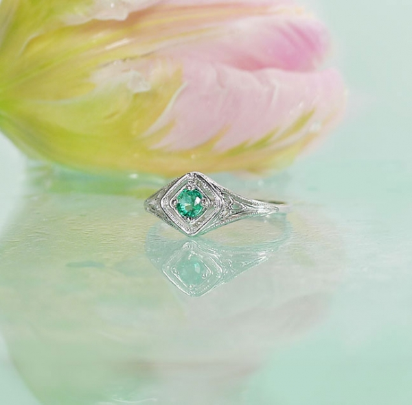 Dainty Emerald Ring
