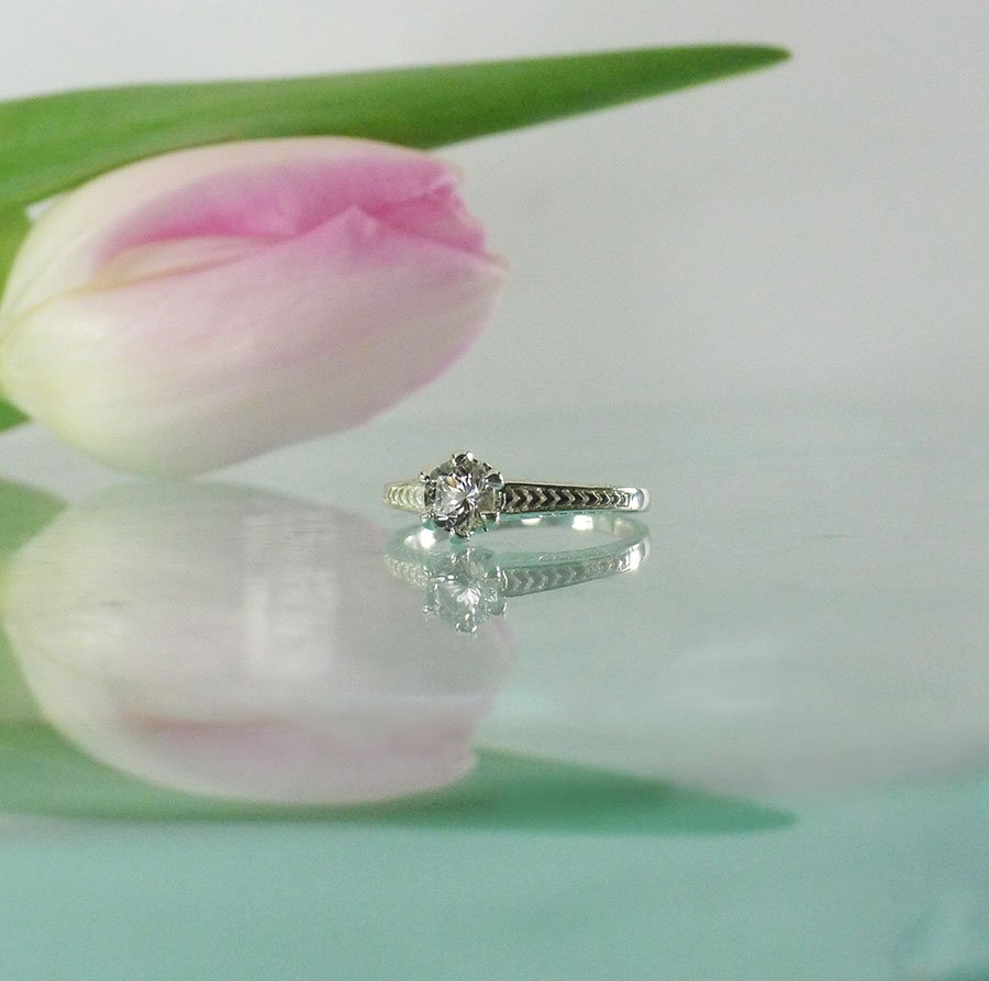 Antique Style Solitaire Ring