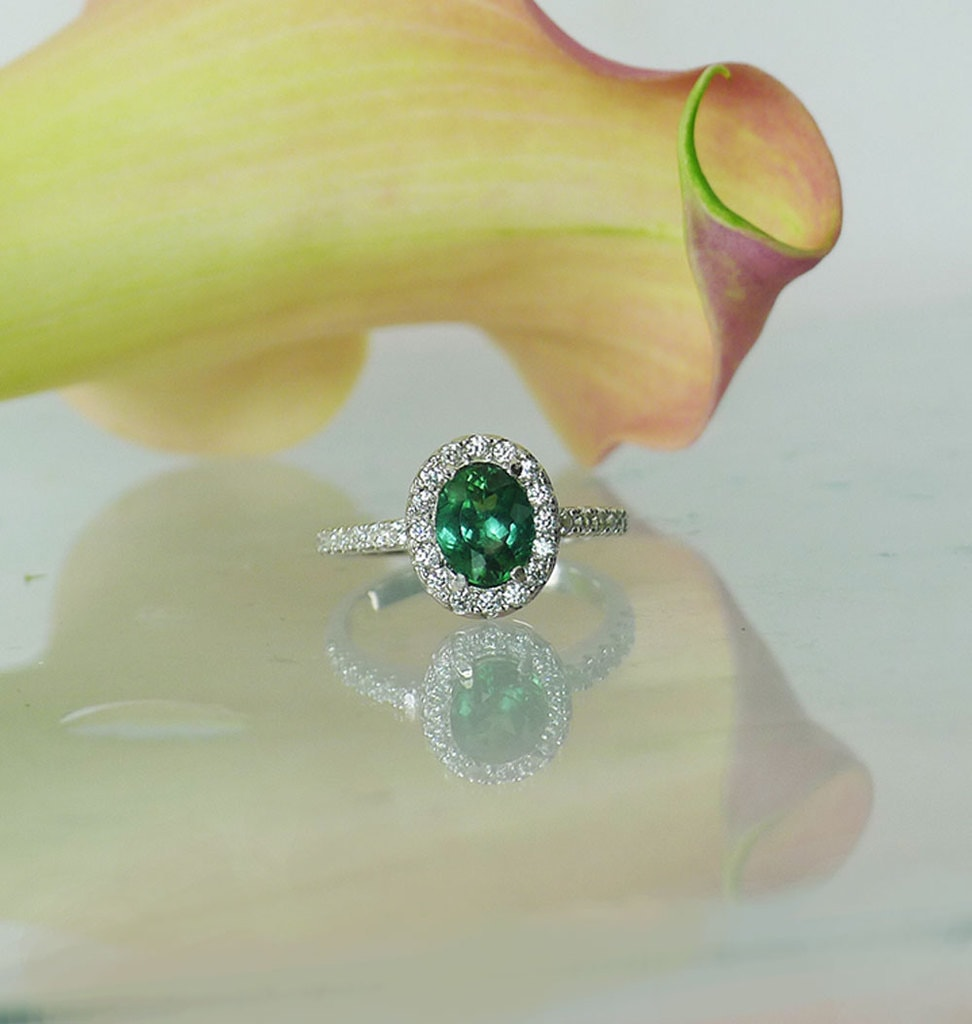 Green tourmaline oval ring