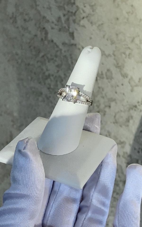 Scissor cut split band
