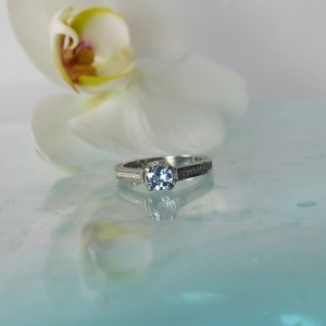 Aquamarine round ring