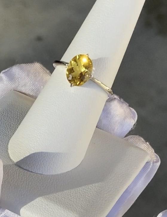 Yellow beryl ring