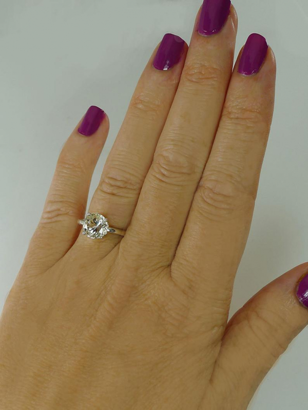 Traditional round solitaire ring