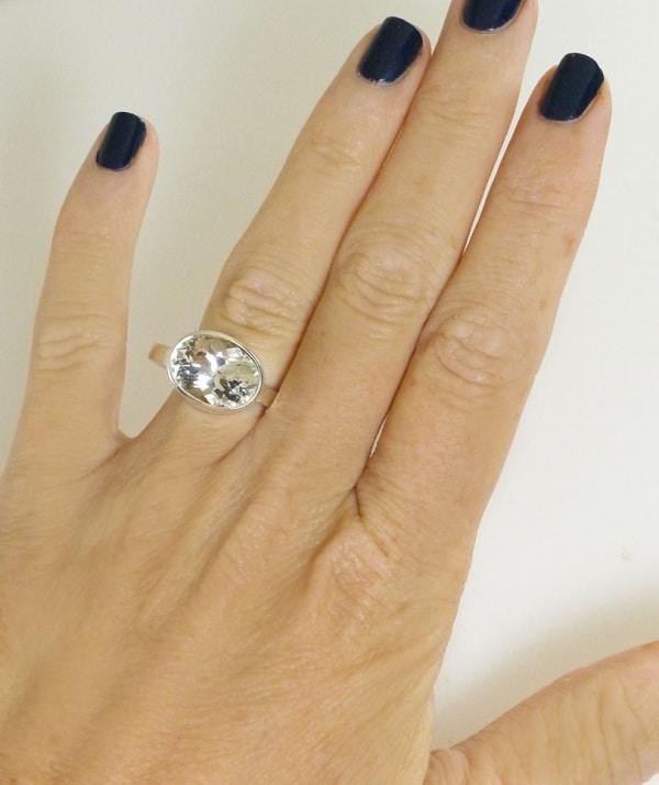 Bezel oval herkimer ring