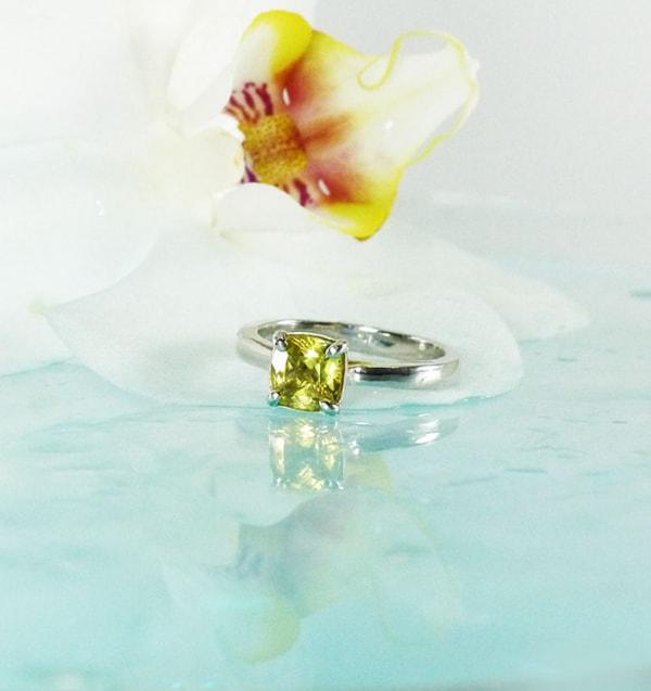 Solitaire Yellow Beryl Ring
